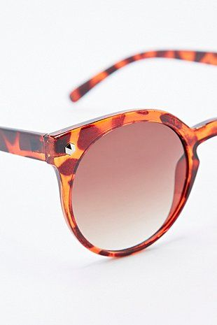 Preppy Sunglasses in Tortoiseshell - Urban Outfitters