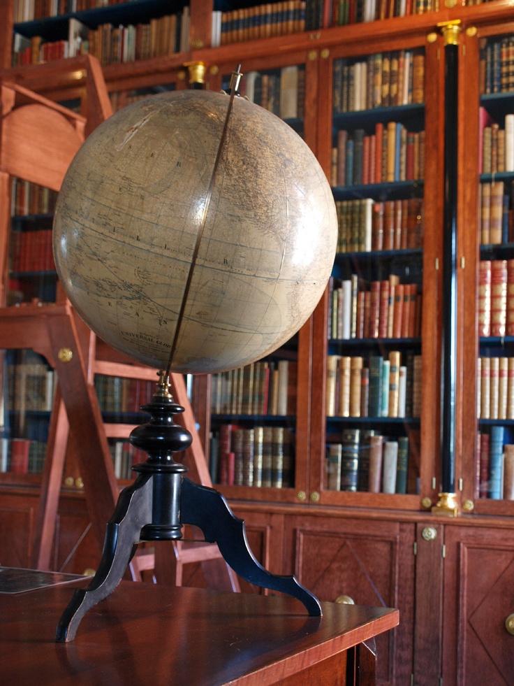 Ministeri P. J. Hynnisen taidesäätiön kirjasto Heinolan taidemuseossa. / The library of the P. J. Hynninen Art Foundation at the Heinola Art Museum. Photo: Arja Järvinen