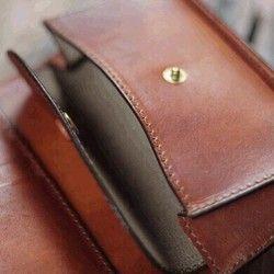 受注制作品 M.wallet 手染めキャメルブラウン、ハンドメイド ブラスボタン|財布・二つ折り財布|Vendange / CROW DOG|ハンドメイド通販・販売のCreema