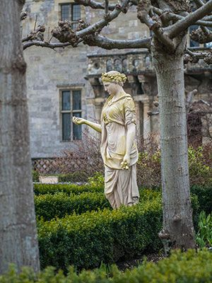 Jane Austen's England Travel Guide with loads on info about period drama filming locations!