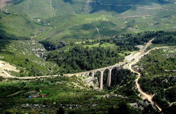 Varda köprüsü/Karaisalı/Adana/// Adana'ya uzaklığı karayolu ile Karaisalı üzerinden 64 km'dir. Demir yolu ile Adana İstasyonu'na mesafesi 63 km'dir.