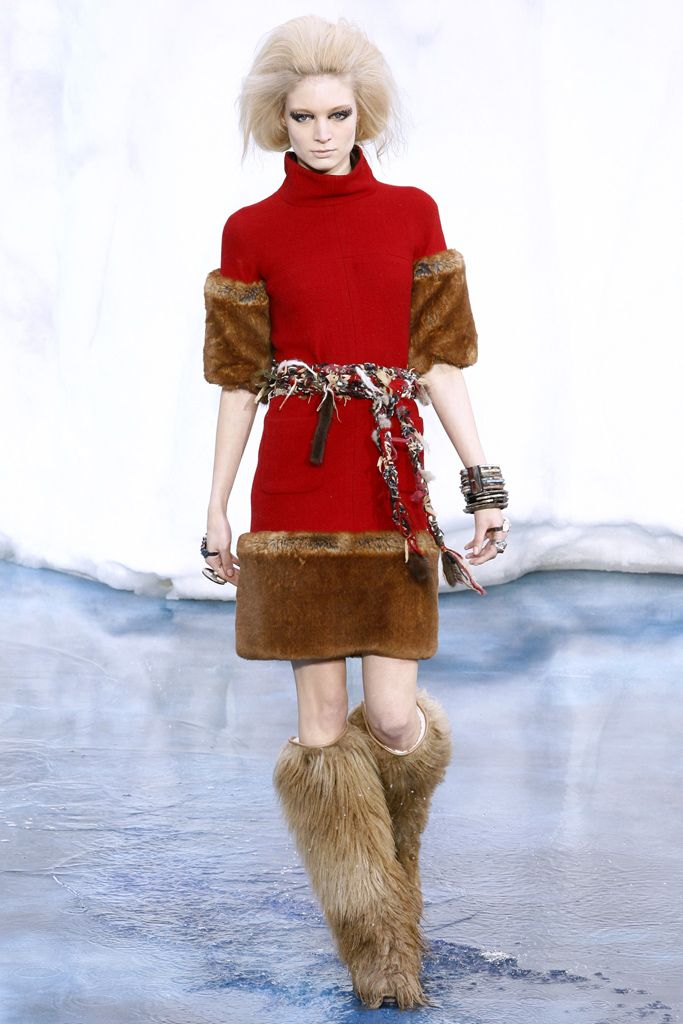 Chanel - Fall 2010 Ready-to-Wear - Look 18 of 78