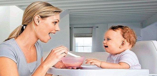 , Hepatoloji ve Beslenme Uzmanı Doç. Dr. Gökhan Baysoy; bebeklik dönemindeki beslenme hatalarının büyüme geriliğine davetiye çıkardığını vurguladı. Baycet beslenmeyle ilgili önemli bilgiler paylaştı… BEYİN GELİŞİMİNİN EN HIZLI BULUNDUĞU YILLAR Anne sütü doğumdan sonraki ilk 6 ay bebeğin bütün besin gereksinimlerini karışlamaktadır. Altıncı aydan sonra bebeklere lahzane sütünün yanında ek besinlerin…