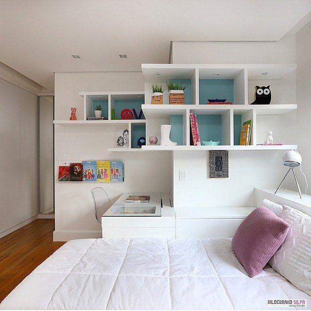 """""""Quarto menina l Marcenaria aproveitando perfeitamente o design do ambiente, criando uma bancada de estudo, boa dica! Projeto @hildebrandsilva e @mariana_orsi #bedroom #design #white #arquitetura #architecture #decoracion #instabest #photo #instadecor #homedecor #home #arquiteta #interiordesign #cool #instacollage #details #decora #blogfabiarquiteta #fabiarquiteta www.fabiarquiteta.com"""""""