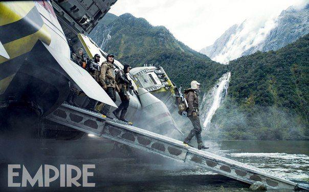 Empire поделились новым кадром из фильма «Чужой: Завет», на котором запечатлен экипаж корабля, высаживающийся на незнакомой «райской» планете, где их ожидает несколько сюрпризов. Также Майкл Фассбендер порассуждал о характерах главных героев картины.