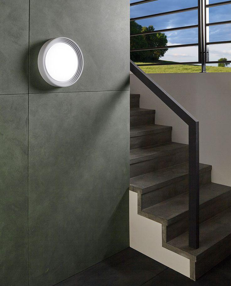 Ontaneda er den perfekte lampe for deg som trenger en helt grei, rimelig LED utelampe i god kvalitet, med godt lys og enkel design. Lampen kan brukes både som taklampe og som vegglampe og har litt struktur som gjør den fin å se på. Lampen er laget av plast og kommer i sort og hvit.