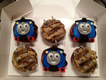 Thomas the tank themed cakepops