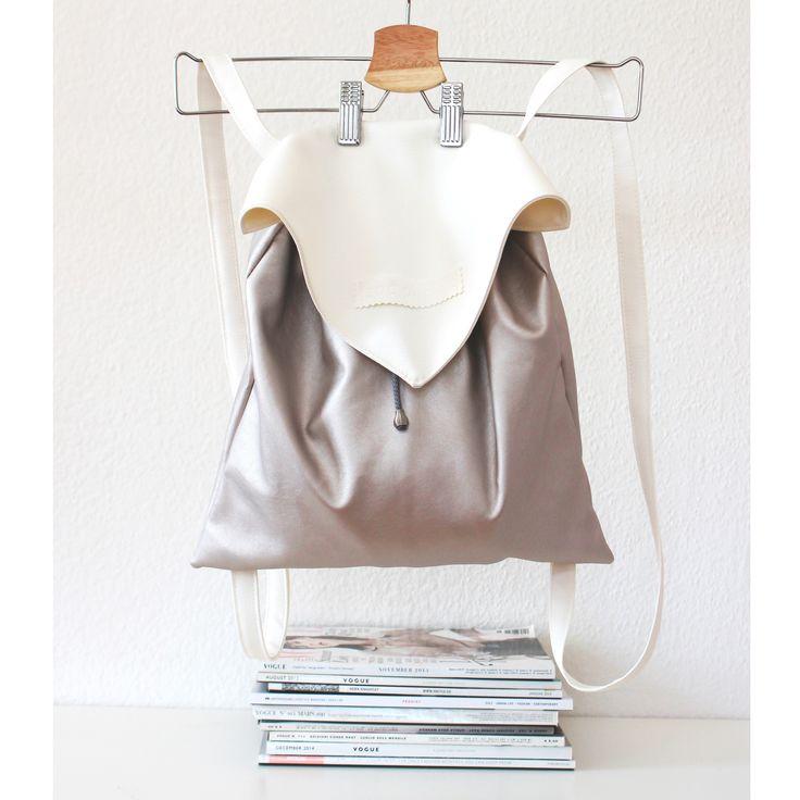 Faux leather backpack with inner pocket and magnetic closure.Size: 35x35 cm, straps: 72 cmMűbőr hátizsák belsőzsebbel, mágneses kapoccsal. Méret: 35x35 cm, pánthossz: 72 cm