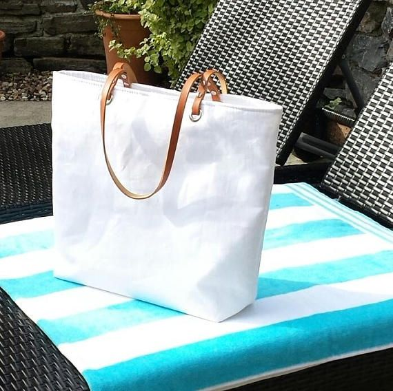 Beach bag/Tote in white linen effect oilcloth with tan leather