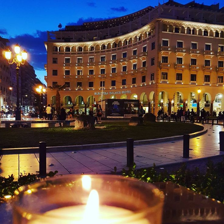 #Thessaloniki #aristoteloussquare #mostbeautifulcity #nightout #coctail #feelhappy #Thessaloniki'snightfout#