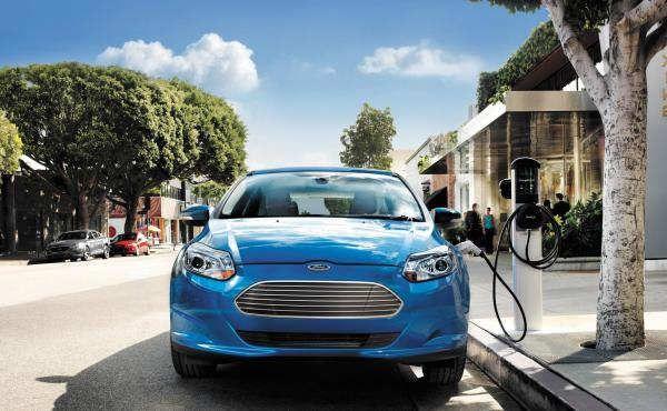 ¿Qué coches eléctricos llegarán durante los próximos cinco años y qué nos ofrecerán? Si estás pensando en renovar tu coche en cinco años o menos quizá te interese esperar un poco para poder hacerte con alguno de estos modelos.En cinco años van a suceder muchas cosas en el mundo del motor relacionadas con dos aspectos: conducción autónoma y vehículos eléctricos. En el campo de la conducción autónoma Ford ya ha...