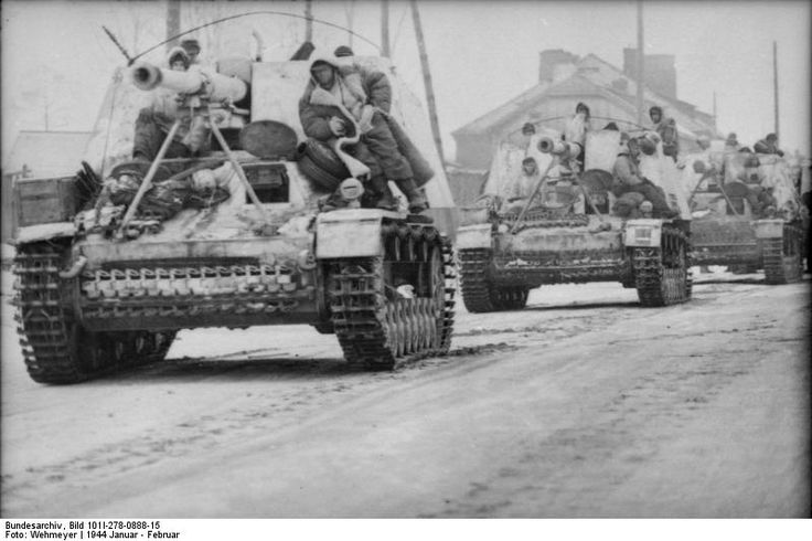 http://upload.wikimedia.org/wikipedia/commons/8/8b/Bundesarchiv_Bild_101I-278-0888-15%2C_Russland%2C_Panzerj%C3%A4ger_Nashorn_-_Hornisse.jpg Column of Panzerjägern ( tank destroyers) Nashorn / Hornisse ..Russia January 1944