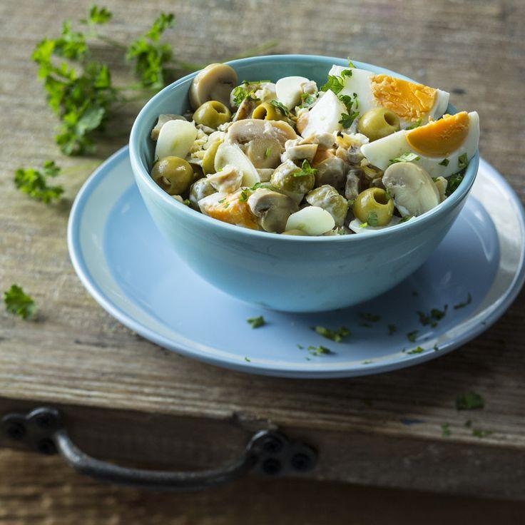 Быстрый яичный салат к печеному картофелю