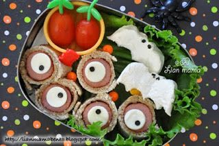 Hot dog roll eyeballs for a scary Halloween lunch @Lisa B Mama Obento