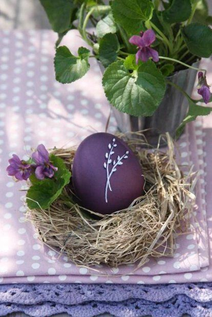 Gorgeous purple Easter egg.  wondering if I could do a wax resist or something to keep the nice image white while I dye the egg.  Also could paint small images in white.   |   via E-ogrody.pl