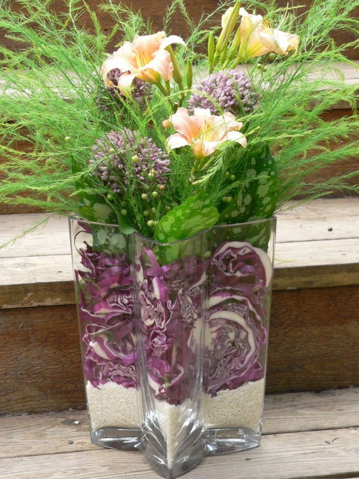 Garlic flowers, daylilies, asparagus that has gone to seed, red cabbage and rice. Floral arrangement idea