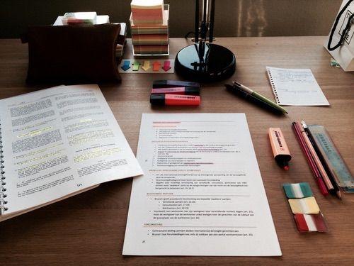 Afbeelding via We Heart It https://weheartit.com/entry/161008987/via/15584923 #beautiful #decoration #desk #exams #room #school #studying