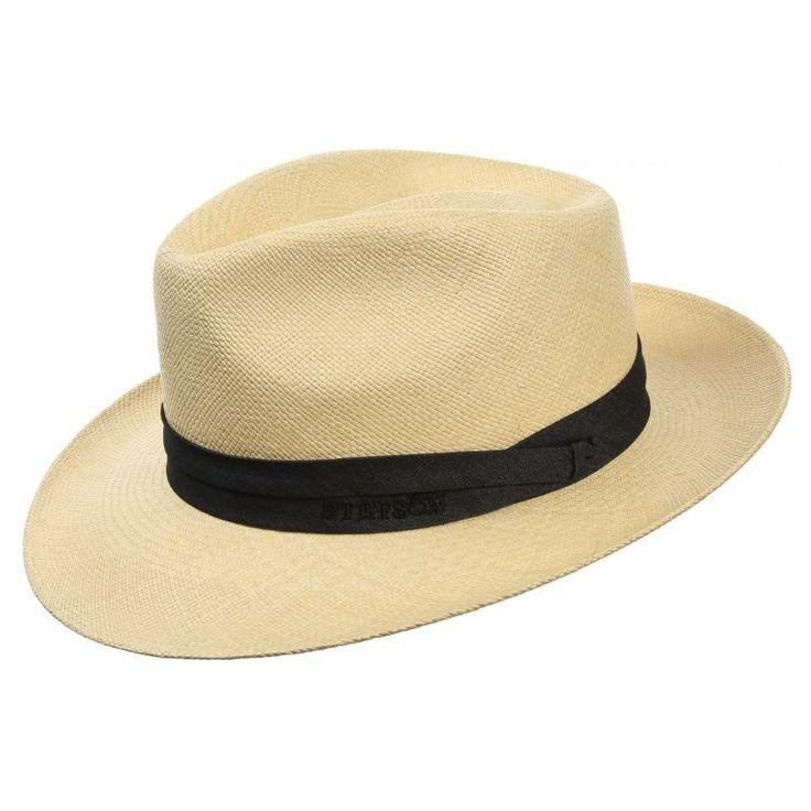 In einem Panamastrohhut verschmelzen Komfort und Charakter. Aus der renommierten Montecristi-Manufaktur stammt das fein geflochtene Toquilla-Stroh, das den anschmiegsamen Bogarthut ausmacht. Zum hellen Panamastroh ist ein sportives Hutband aus schwarzem Edel-Denim kombiniert, das den Hut elegant und dennoch individuell ziert. Stetson zeigt einen sommerlichen Herrenhut mit 40-fachem Sonnenschutz und angenehmem Futterband aus Stoff.Herrenhüte  Urlaubshut Strohhhüte Panamastroh Hüte Herren…