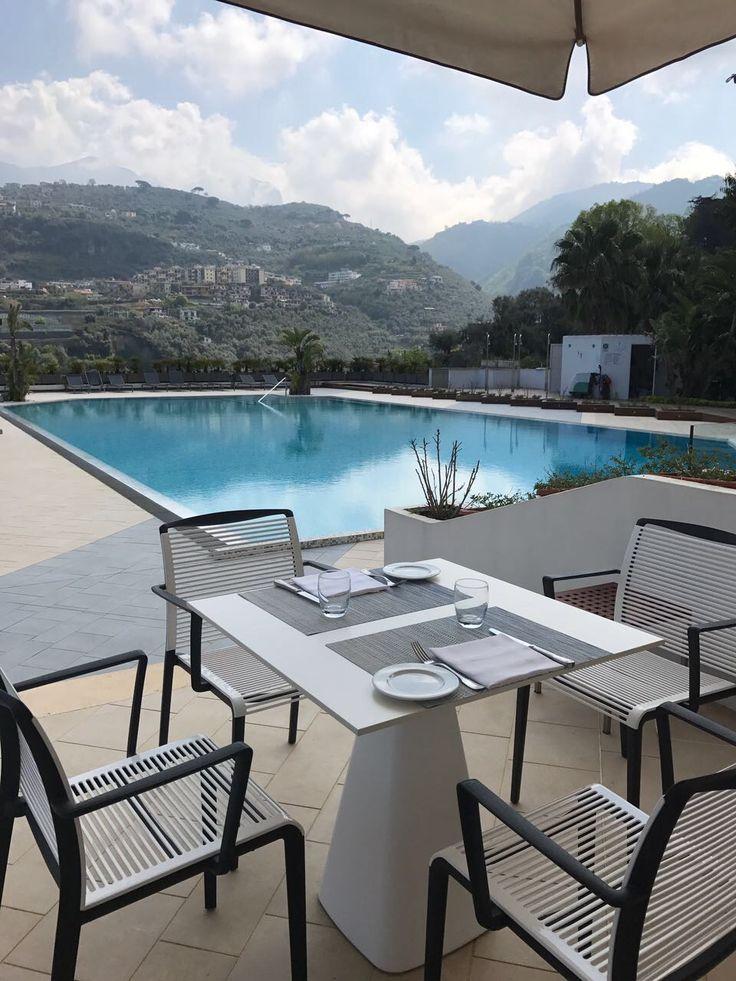 Il Grand Hotel Moon Valley, a Seiano fraz. di Vico Equense (Napoli) ha selezionato i nostri prodotti per gli arredi outdoor. Nelle foto la sedia Avenica e il tavolo Mug. Scopri altri progetti http://www.gaber.it/project #interiordesign #contractdesign #designchair