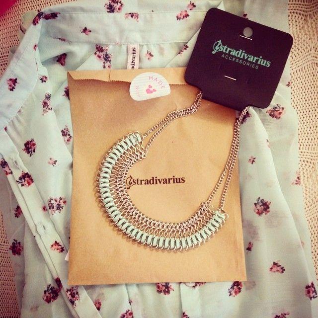 Camicia e collana Stradivarius