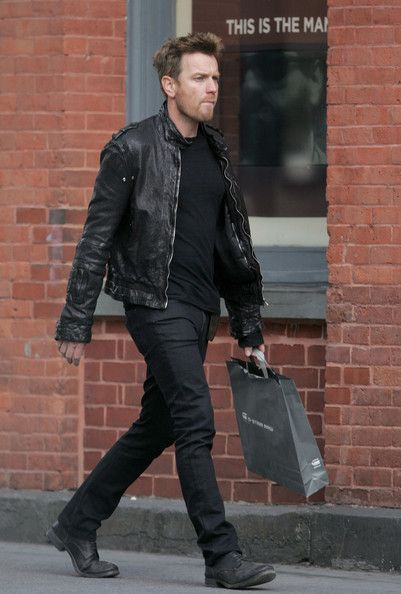 Ewen McGregor flashing his casual Scottish style ~ www.zimbio.com