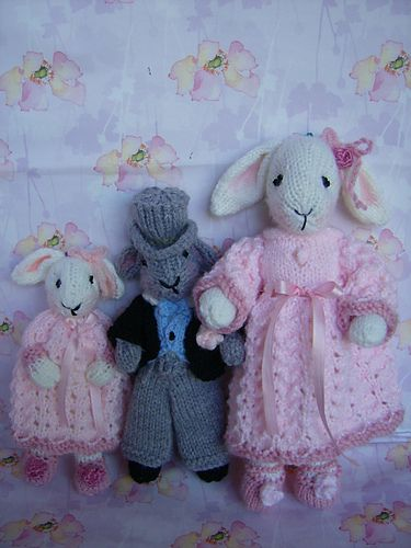 3 Different sizes of Bridesmaids ( Large , Medium and Small) & Page Boy  ~ Free Knitting Pattern ~ (Download)