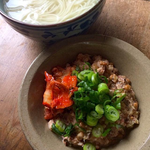 確定申告まとめの追い込みでパパッと作れて美味しいものを‼︎と鯖の水煮缶と納豆を合わせてヨーグルトも足したら⁉︎ あら⁈ とっても美味しい‼︎(爆笑) 素麺は徳島の半田の素麺を釜揚げで♬ - 79件のもぐもぐ - 引っぱりうどんならぬ素麺‼︎ 納豆ヨーグルトで‼︎(爆笑) by giacometti1901