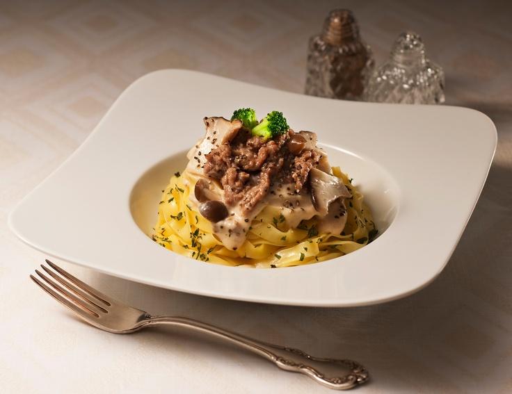 パスタ屋「生パスタ 牛肉のポルチーニクリーム(450円)」新発売!濃厚なクリームとやわらかい牛肉が、もちもち生パスタとしっかり絡みます♪こだわり素材を使っているため、2週間限定発売です(^^) http://www.lawson.co.jp/recommend/static/pastaya/