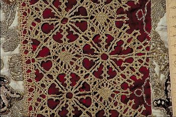 Amazing 17th C Bobbin lace ! White atlas with gold and silk embroidery of creepers. Vertically recessed borders made of red velvet with wide bobbin lace gold and gold embroidered