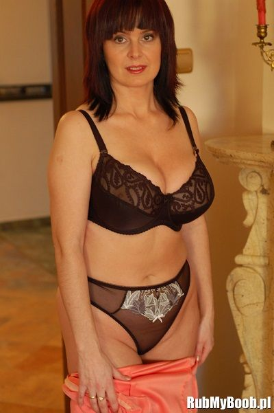 Зрелая Мадам Любит Пошалить В Сексуальном Белье (42 Фото)