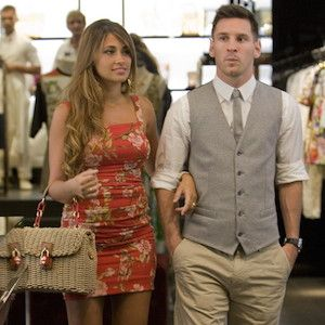 Lionel Messi & Girlfriend Antonella Roccuzzo Shop In Capri