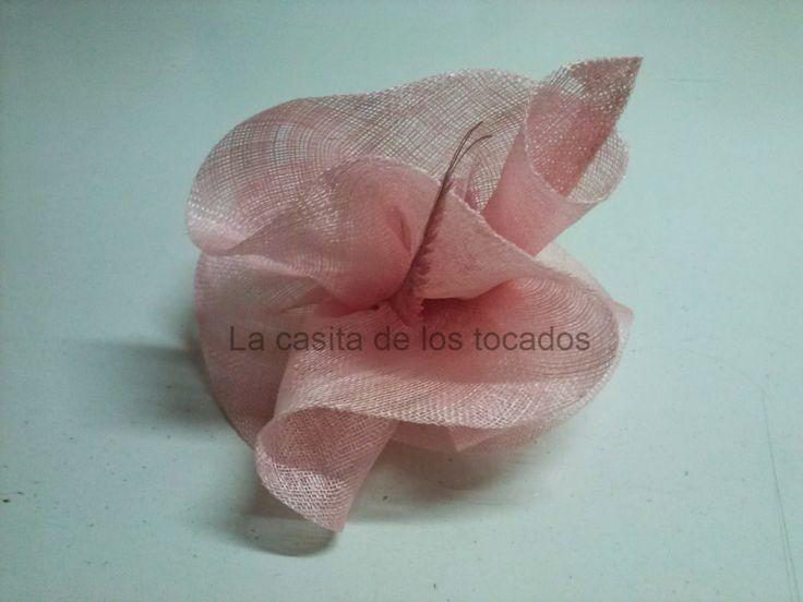 tocado en color rosa, elegante, ideal para boda y eventos de fiesta