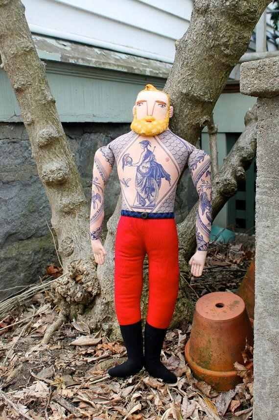 Blonde homme tatoué avec barbe poupée peluche de par MimiKirchner