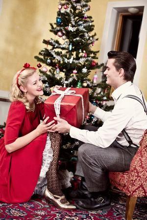 The ice breaker swing dress. Ruby red - är den perfekt julklänningen och denna bara jag också förra julen när jag delade ut klappar till alla :)