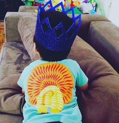 Tous nos tee shirt sont imprimés recto verso; la preuve . All our tee-shirt are printed on both sides. #Mibo #lion #organic Cotton tee-shirt . Thanks to @smileyorganics for this pic http://www.coqenpate.com/lang-en/11-kids-t-shirts-organic-cotton