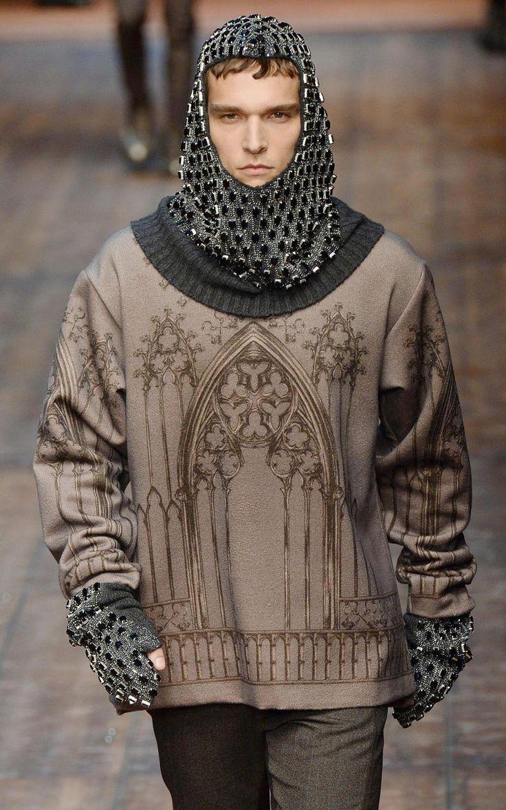 Dolce & Gabbana devuelve al hombre a la suntuosa realeza de la Edad Media