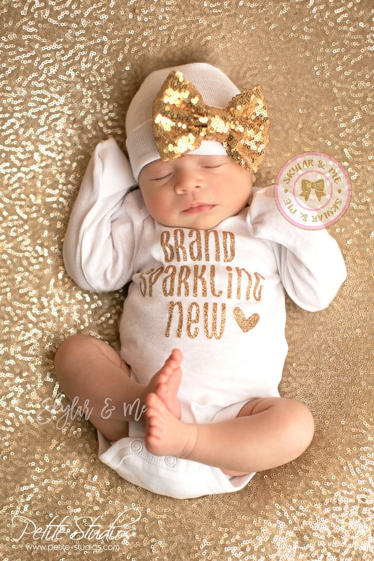 BABY GIRL coming home outfit, baby girl, newborn girl, going home outfit, coming home baby girl, baby girl, newborn girl   *´¯`•.¸.•*´¯`•.¸.•*´¯`•.¸.•*´¯`•.¸.•*´¯`•.   SHIPS IN 7-10 BUSINESS DAYS ♥ Your new princess will sparkle in this adorable Brand Sparkling New baby girl bodysuit. Its the perfect little outfit to bring your new baby girl home in. ♥ 100% soft cotton bodysuit with fold over mitts on newborn size.  ♥ We offer the highest quality sparkles for your baby girl. Glitter does…