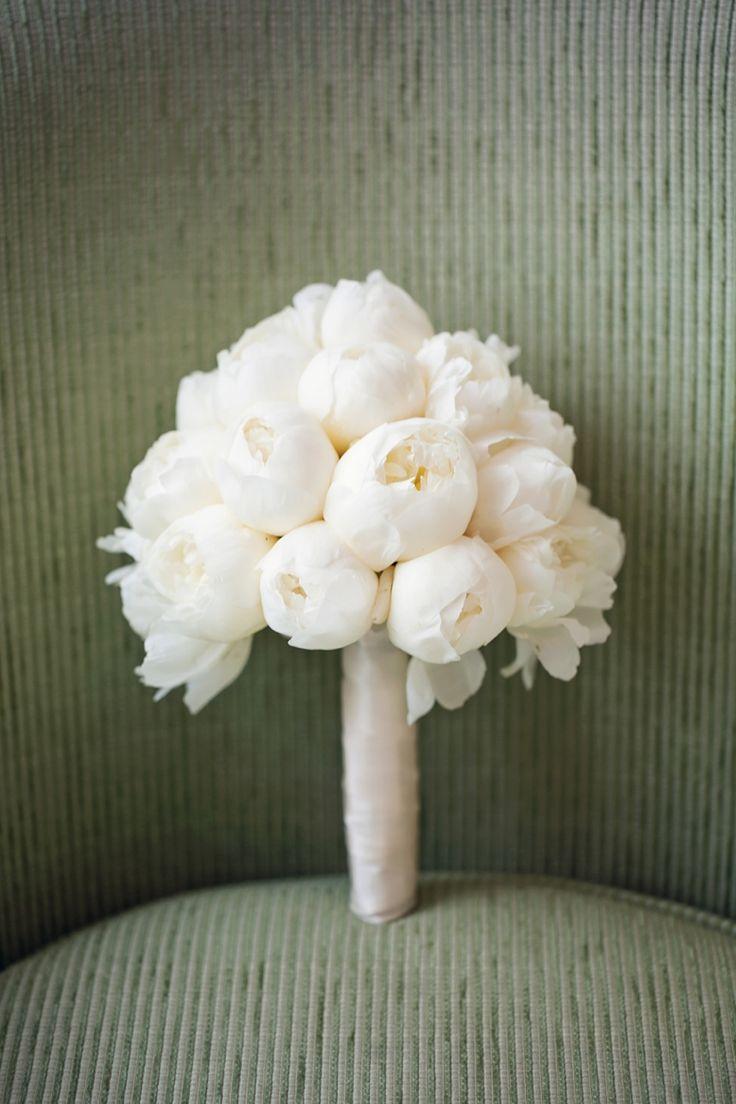 classy white peony bouquet, photography peachesandmint.com