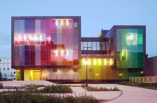 Sports and Leisure Center in Saint-Cloud / KOZ Architectes