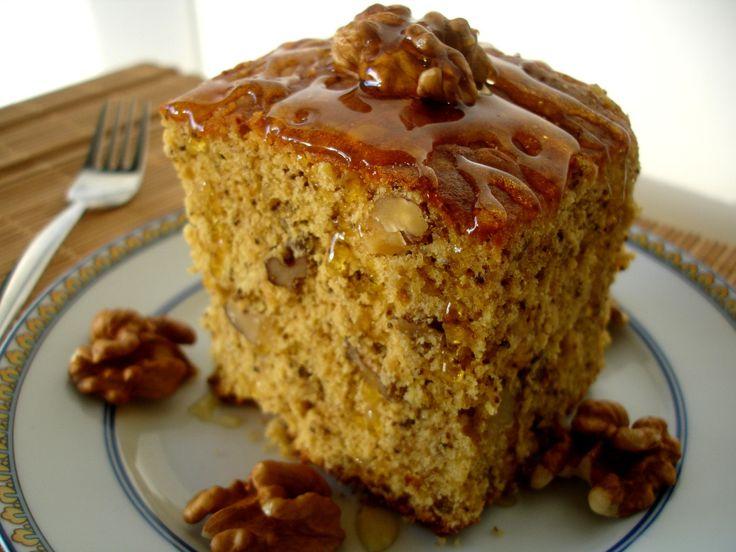 Receita de Bolo de Caramelo com Cobertura de Noz - http://www.receitasja.com/receita-de-bolo-de-caramelo-com-cobertura-de-noz/