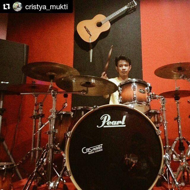#Repost @cristya_mukti with @repostapp  Menerapkan pengetahuan di lapangan adalah bentuk latihan terbaik #pearldrums #paiste #stagg #vicfirth #vf15 #remo #daily #practice #drumming #drum #drums #drumkit #drumlife #studio #instadrum #drumfam #drumporn #theworldofdrums #drumsoutlet #crisnada #crisnadamusic #crisnadamusiccourse by crisnadamusic