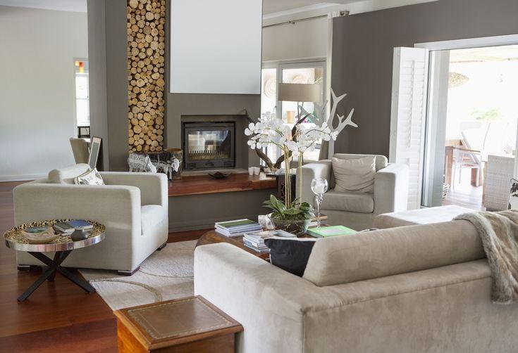 Wohnzimmer Design Dekorationsideen #wand #sofa #weiß #deko #bücherregal # Ideen