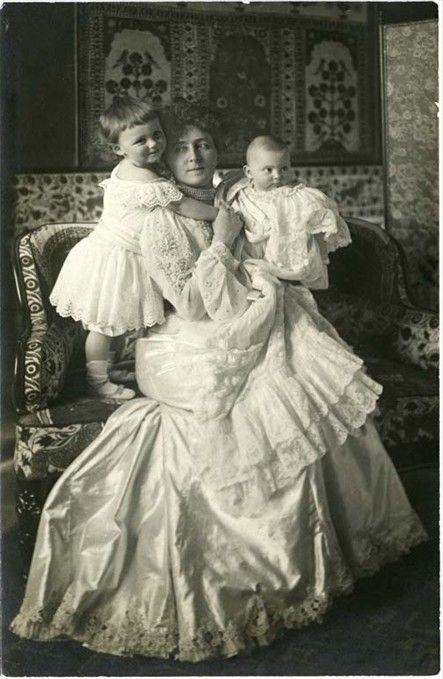 Maria Josepha of Bavaria nee infantin Maria Jose braganza with 2 grandkids.