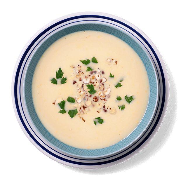 En varmende søtpotesuppe med curry og kokosmelk gjør godt for sjelen, og er perfekt middag for kjøttfri mandag. Oppskrift på søtpotetsuppe.