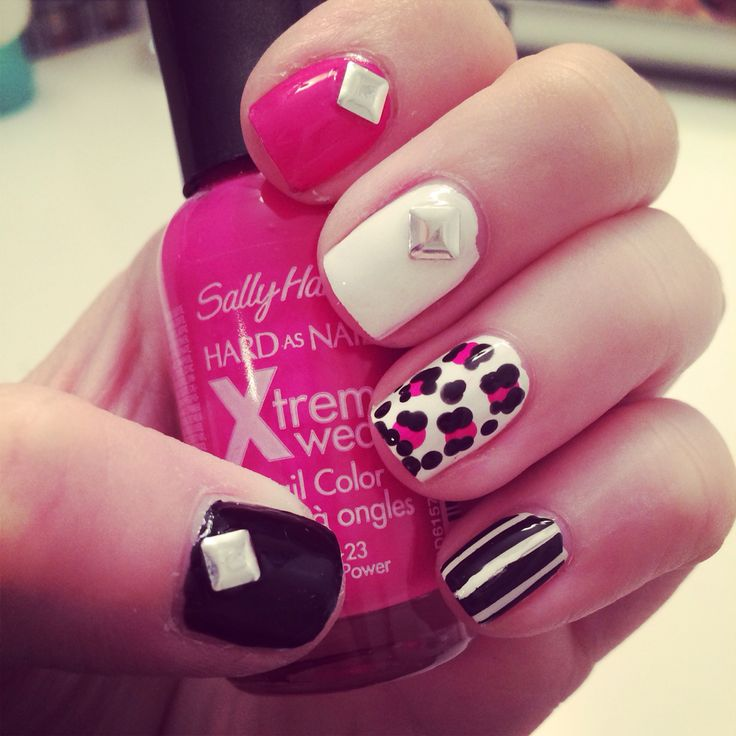 Cheetah nails with studs in pink and black