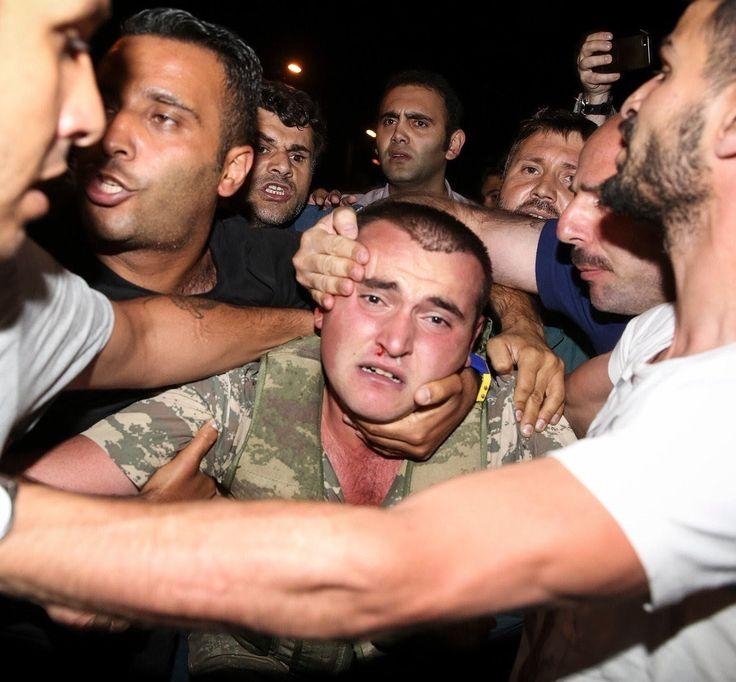 #TURQUIE Les soldats turcs qui n'ont pas réussi leur coup images