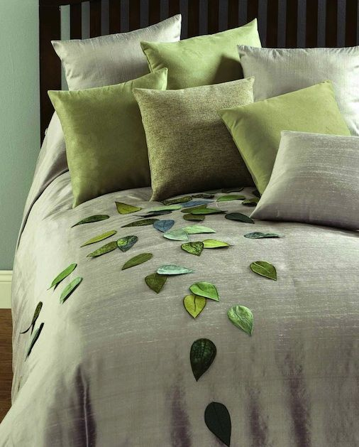 Hmmm....cheap solid duvet with cutesy leaves stitched on? Don't mind if I do..