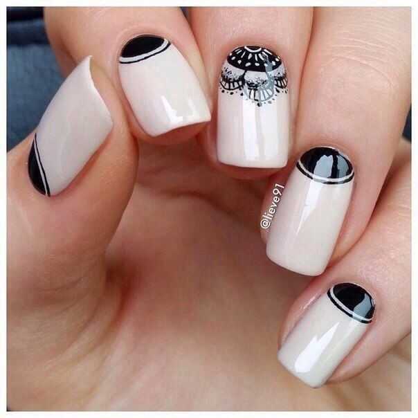 Nude nails with black detail