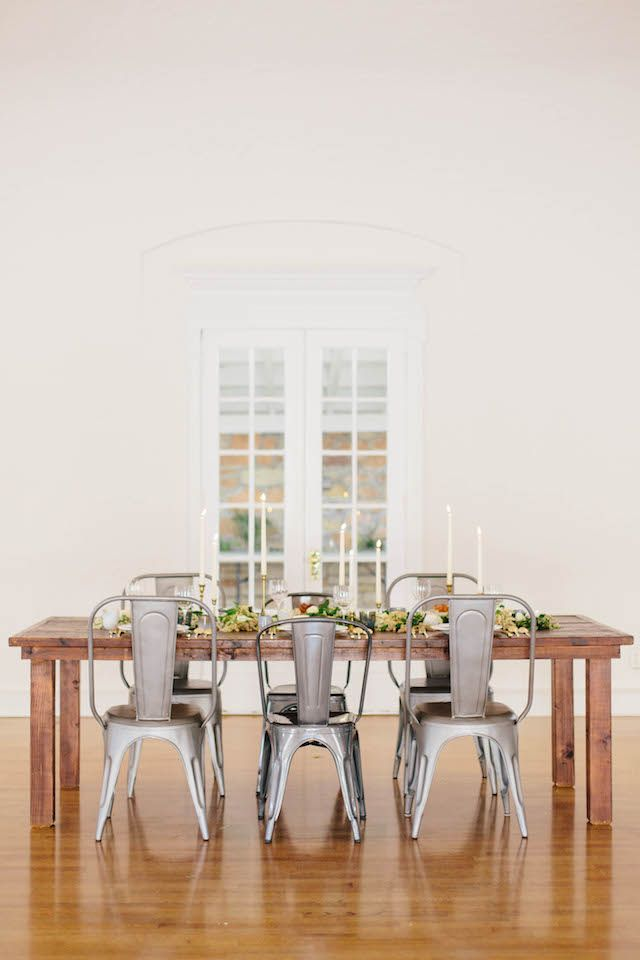 Beautiful inspiration for a simple, classic dinner setting.