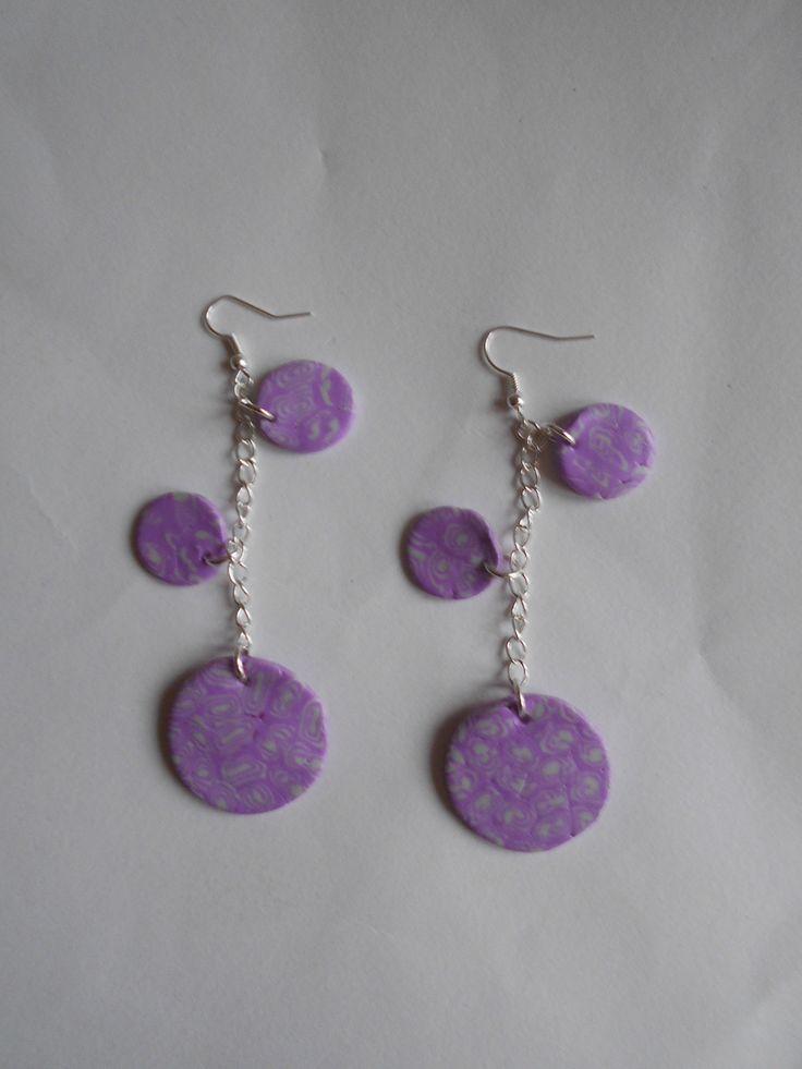 boucles d'oreilles violettes et blanches percées : Boucles d'oreille par toutankharton36
